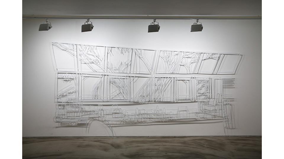 작업실 풍경 The Scene of the Studio, 2012, stainless steel, 169 x 403 x 0.4 cm