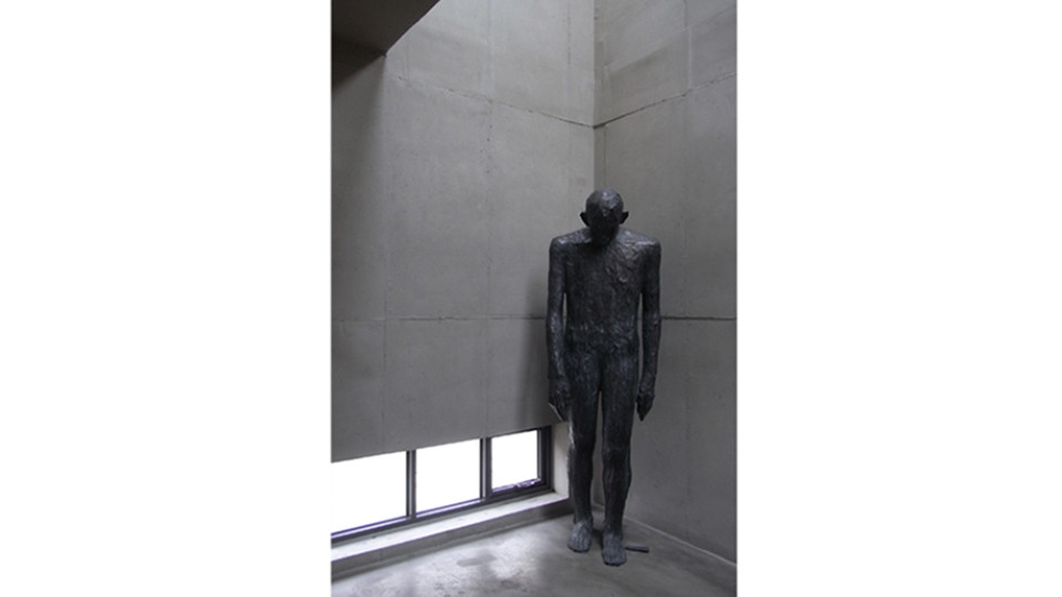 Bae Hyung Kyung, Allusion 2013-2, 2013, bronze, 200 x 63 x 50 cm
