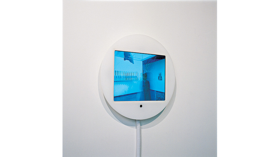 Daniel Rozin, Shaking Time, 2005, computer, custom software, video camera, pexiglas, plastic tubing, 13 x 10 screen in a 19 12 enclosure