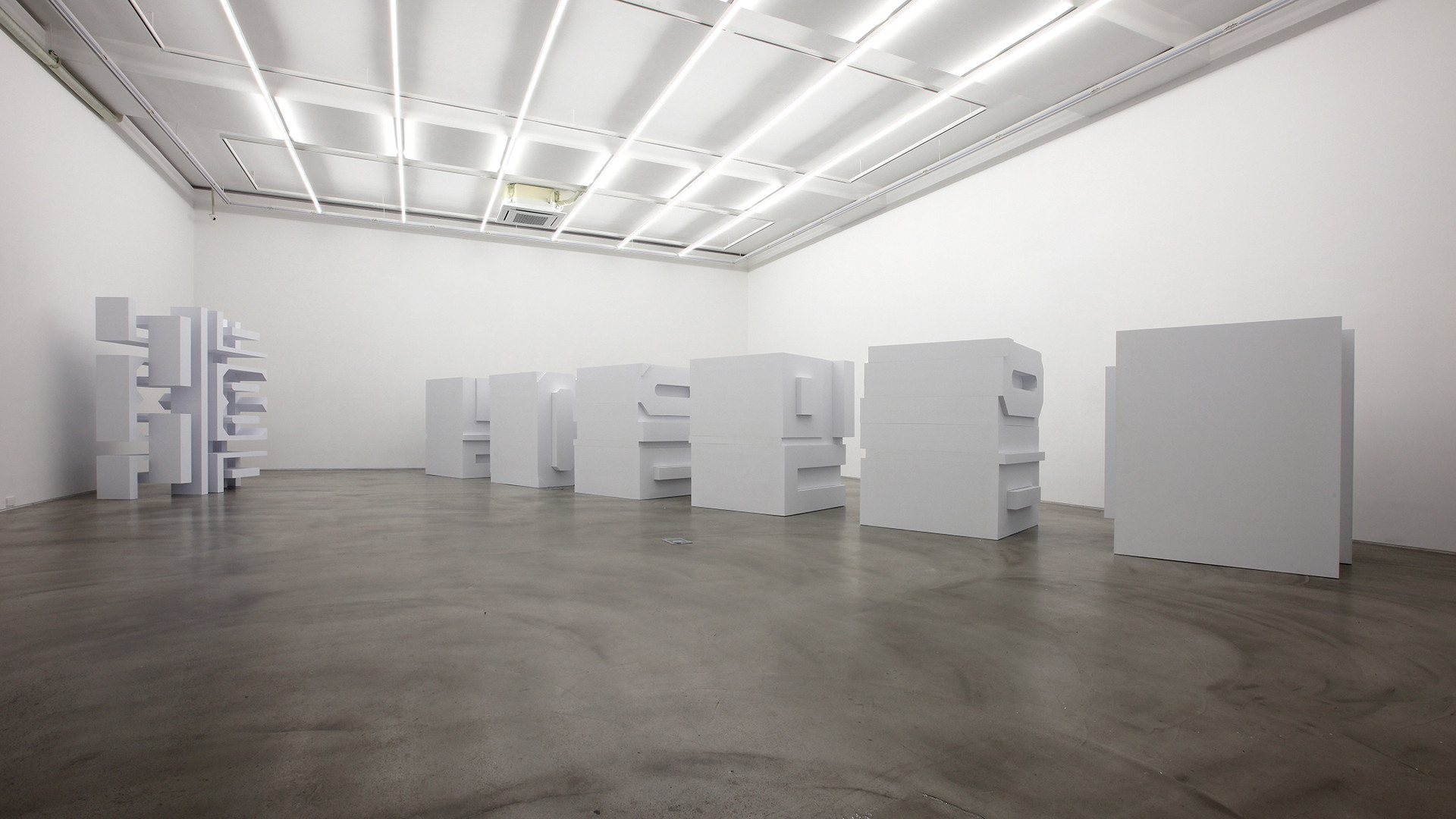 "Installation view of ""間看 (In Between, Seeing)"", Gallery Simon, 2015"