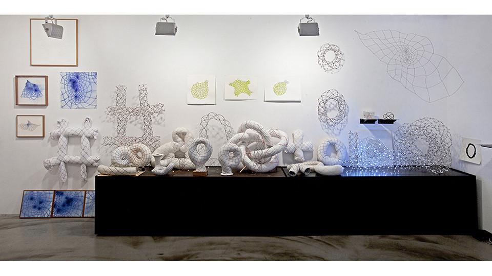 작가의 방 다중토러스 벽면 Artist's studio Study on Multi Torus, 2011-2014, 563 x 253(h)cm