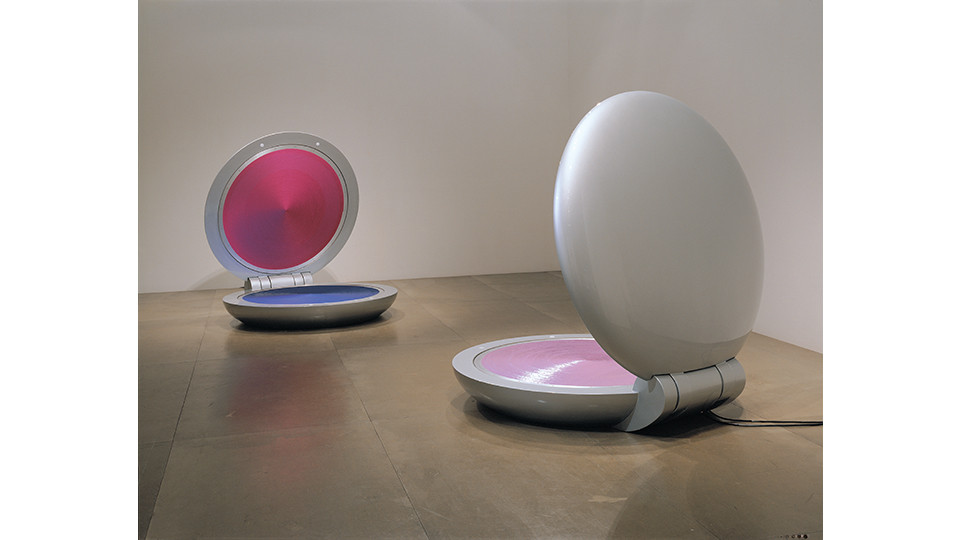 I Love You, 2005, sequins on aluminum plate, polyester resin, fiberglass, motor, timer, stainless steel and steel, 36.8(closed)-160(opened) x 141.5 x 151.5 cm