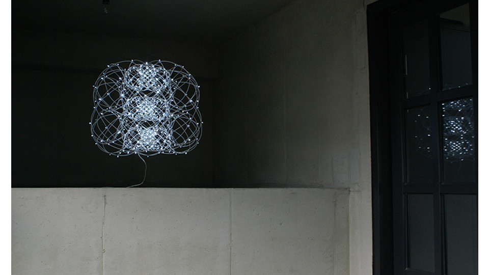 Kim Joohyun, Multi Torus, 2013, elective wire+LED, 55 x 45 cm