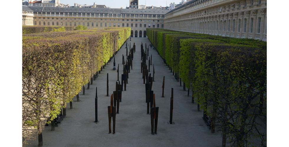 The Standing Man, 2016, railroad tie, 75 x 50 x 300 cm, Palace-Royal Garden, Paris