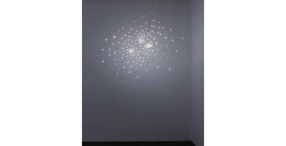 Joohyun Kim, Warping-3-foid Torus, 2014, Copper Wire+LED, 200 x 70 x 165(h) cm