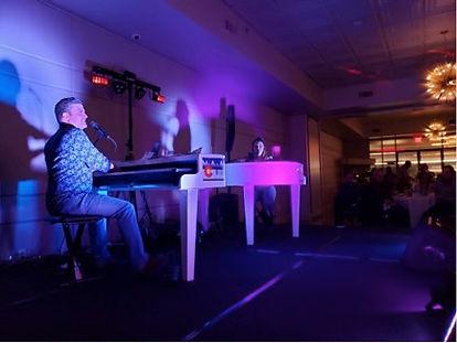 NY-dueling-pianos.jpg