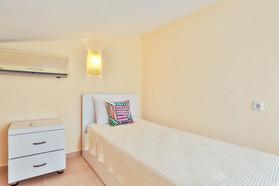 Top floor single bed.jpg