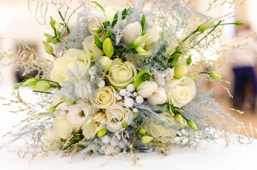 White and silver winter bouquet
