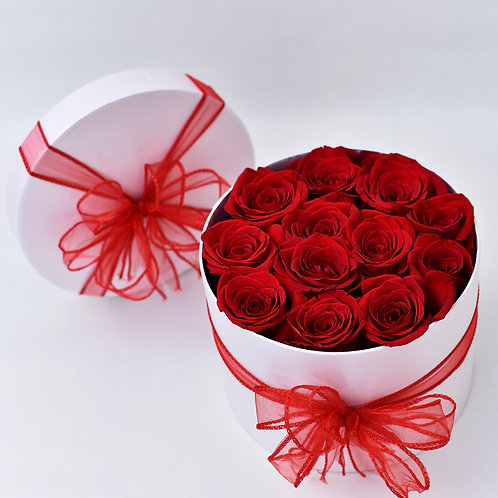 WHITE HAT BOX RED ROSES
