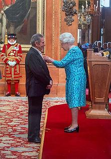 Rodney-Friend-with-HRH-Queen-Elizabeth-I