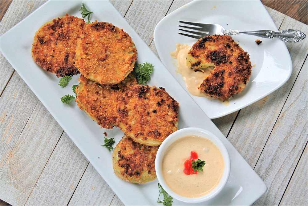 fried green tomatoes and pimento aioli