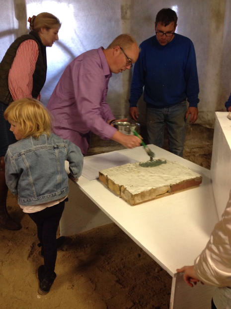 Research on the historic building materials used at Ravnshøjgaard, May-September 2017. Architecture presentation and performance together with the users of Ravnshøjgaard,  September 2017.