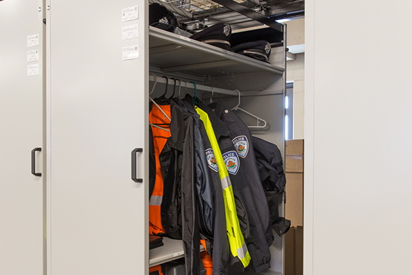 Hanging bars for coats and jackets
