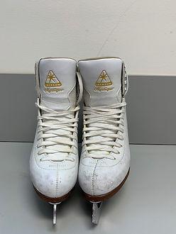 Jackson Mystique Skates. Scuffed.  Contact texacaligrrl@gmail.com.
