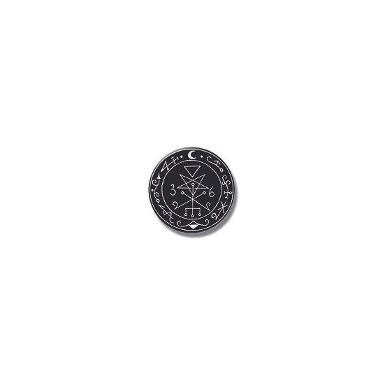 Button pin Lilith