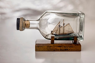 046-MODEL_IN_THE_BOTTLE.jpg