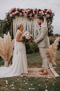#couple #bride #groom #bouquet #arbour #