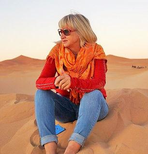 JULIE IN SAHARA 2 (3).jpg