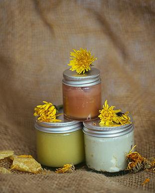 Salben mit Bienenwachs und Löwenzahn