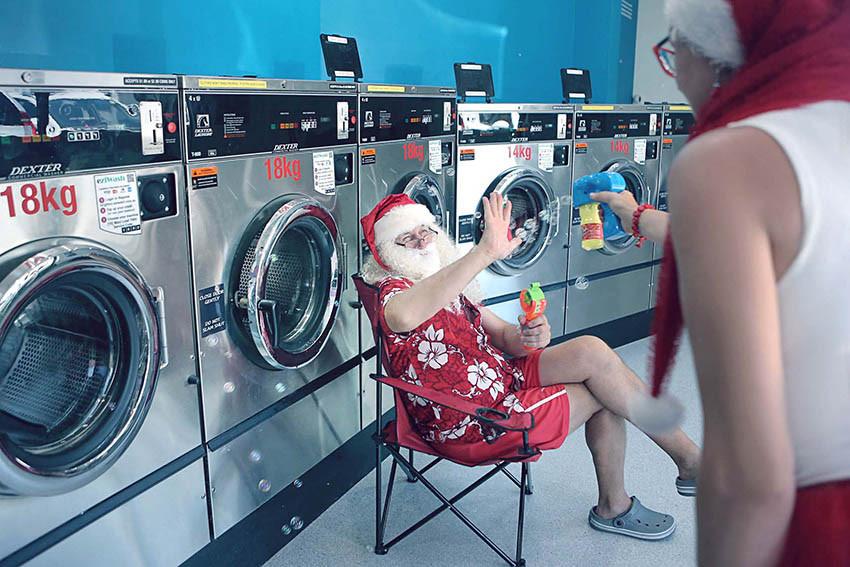 08 Santa Goes On Holiday by Aleksandra Walker