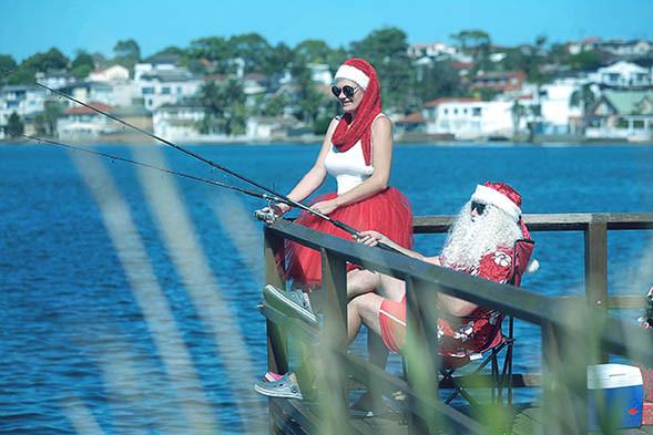 30 Santa Goes On Holiday by Aleksandra Walker