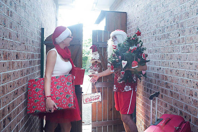 02 Santa Goes On Holiday by Aleksandra Walker