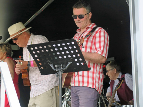 Performing with - MisSpent Ukes