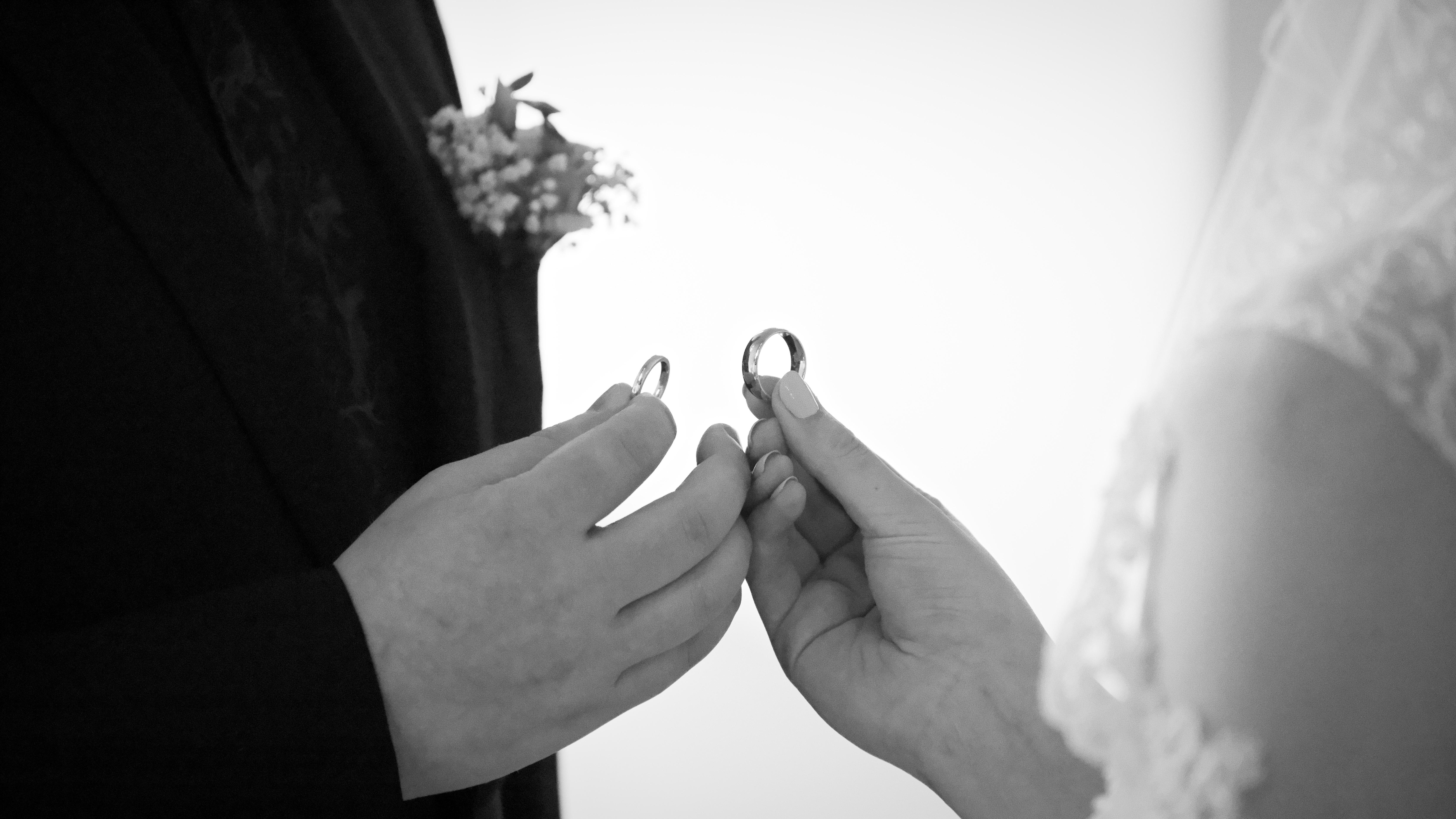 Bröllopsceremoni 2 - ringväxling