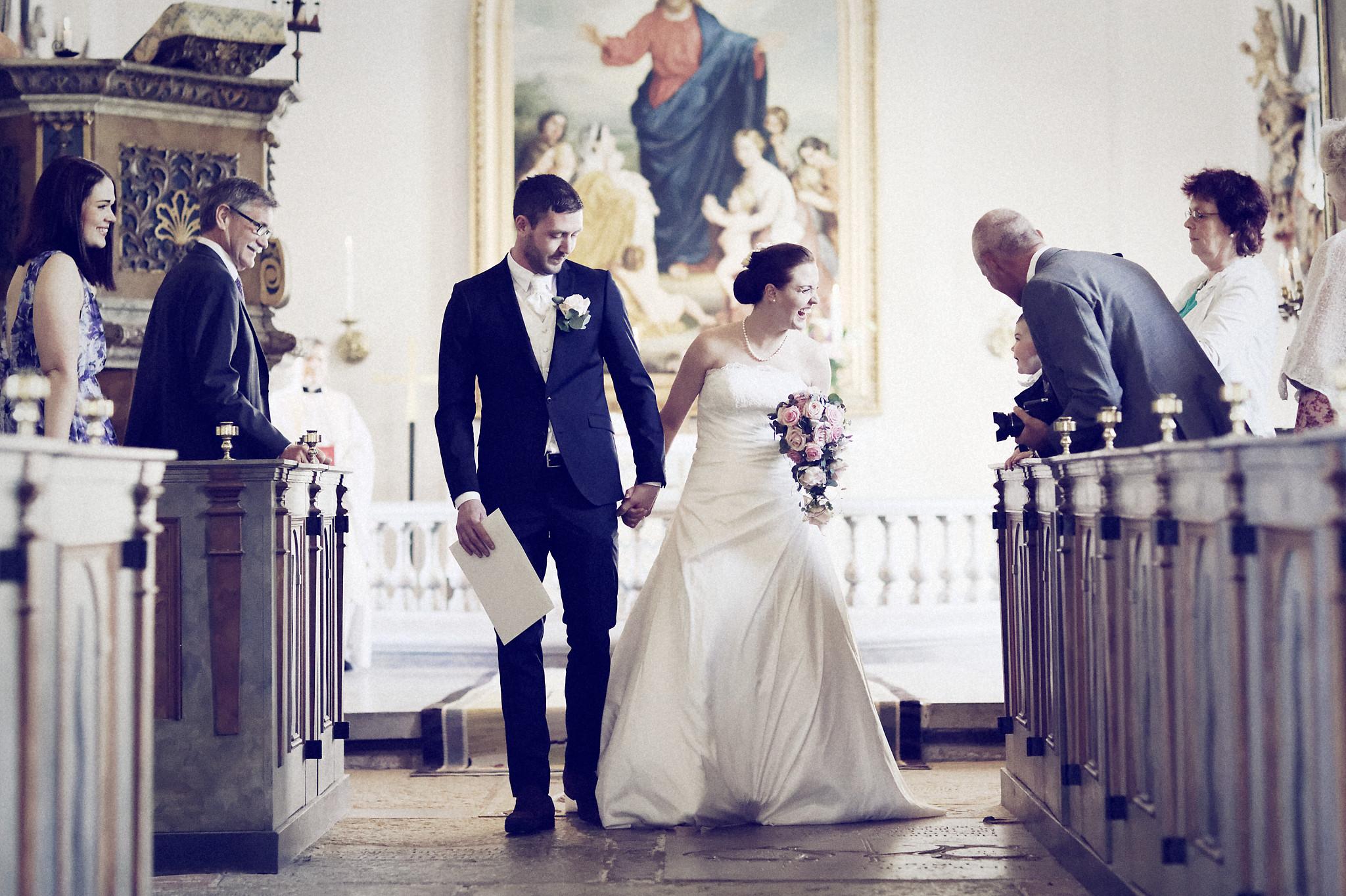 Bröllopsceremoni 3: Nerför altargång