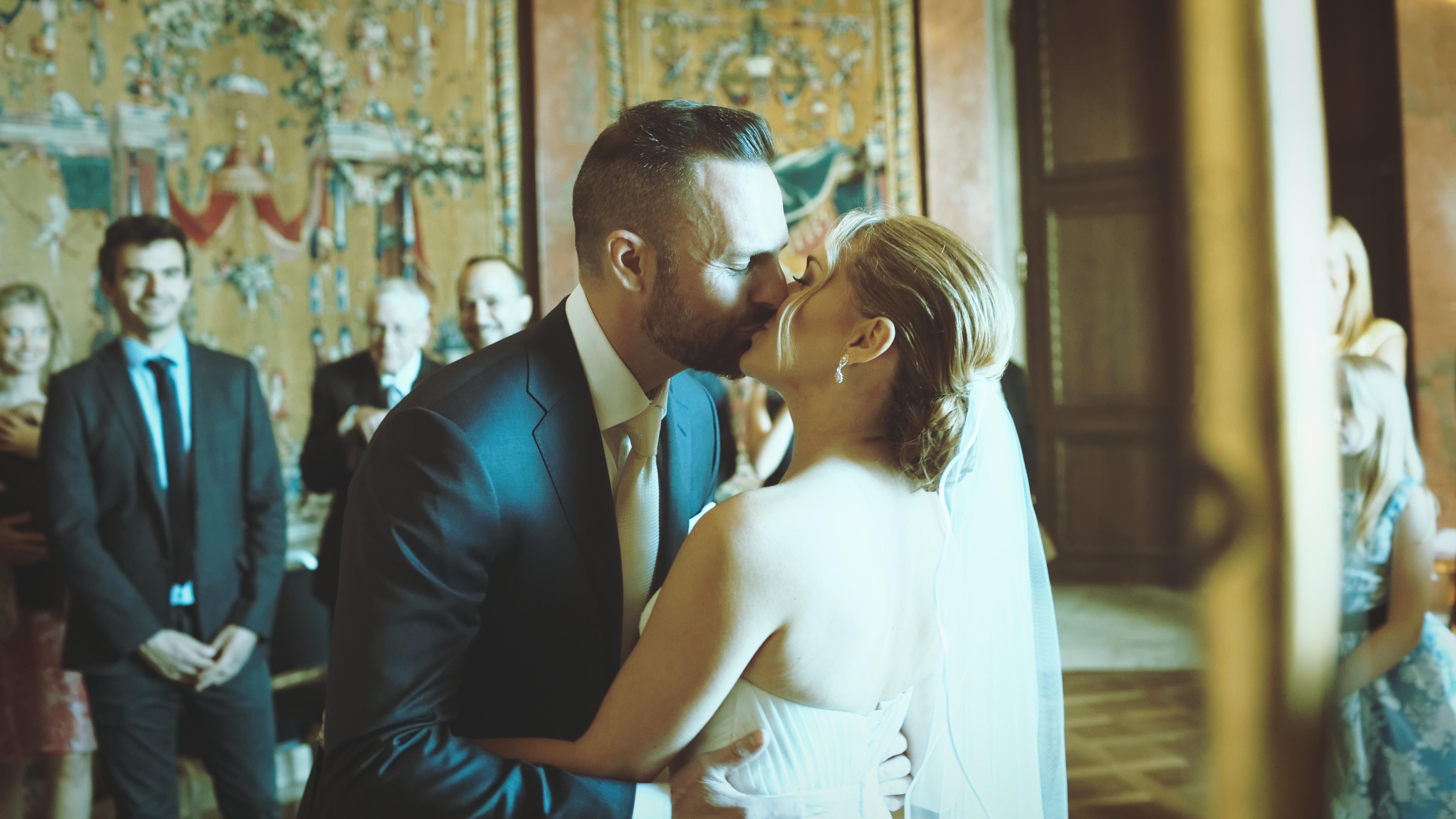 Vigselceremoni: Första kyssen