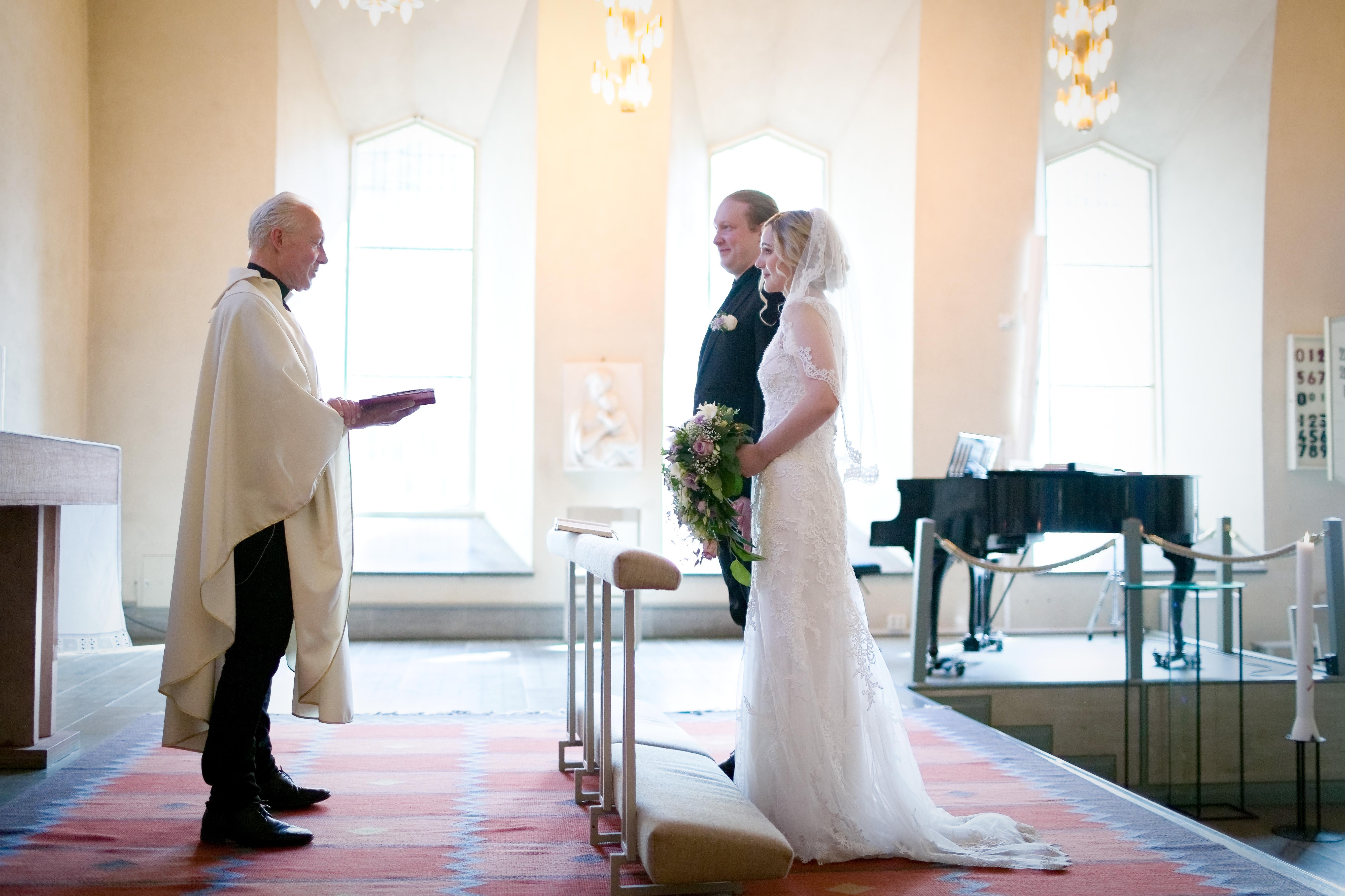 Bröllopsceremoni 1 - Ängby kyrka