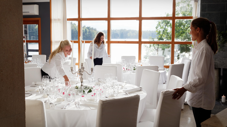 Dukning inför bröllopsmiddag 1