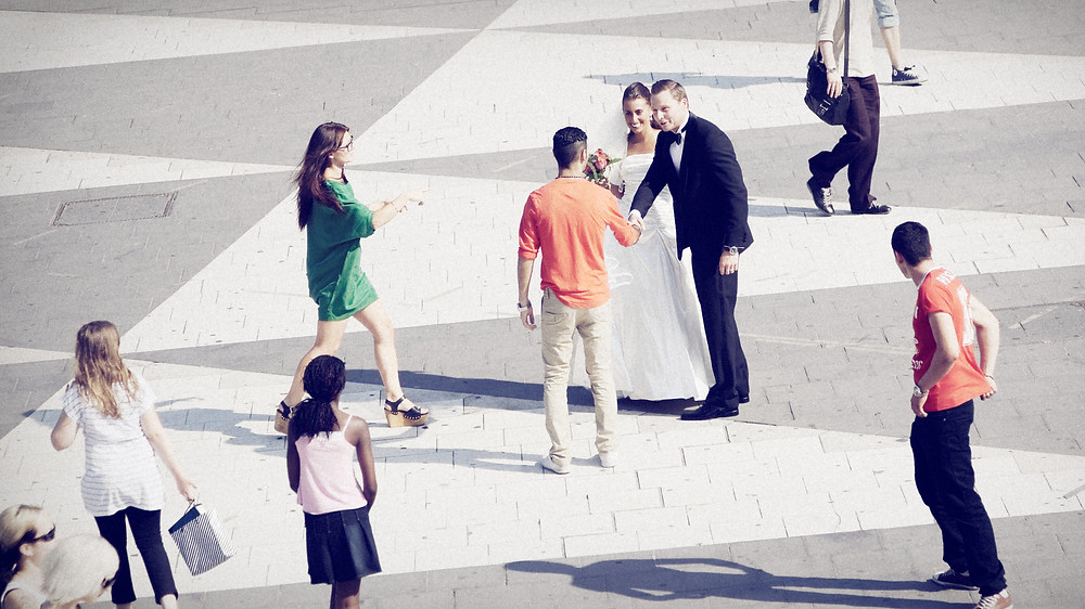 Bröllopsfotografering på Sergels torg, Stockholm
