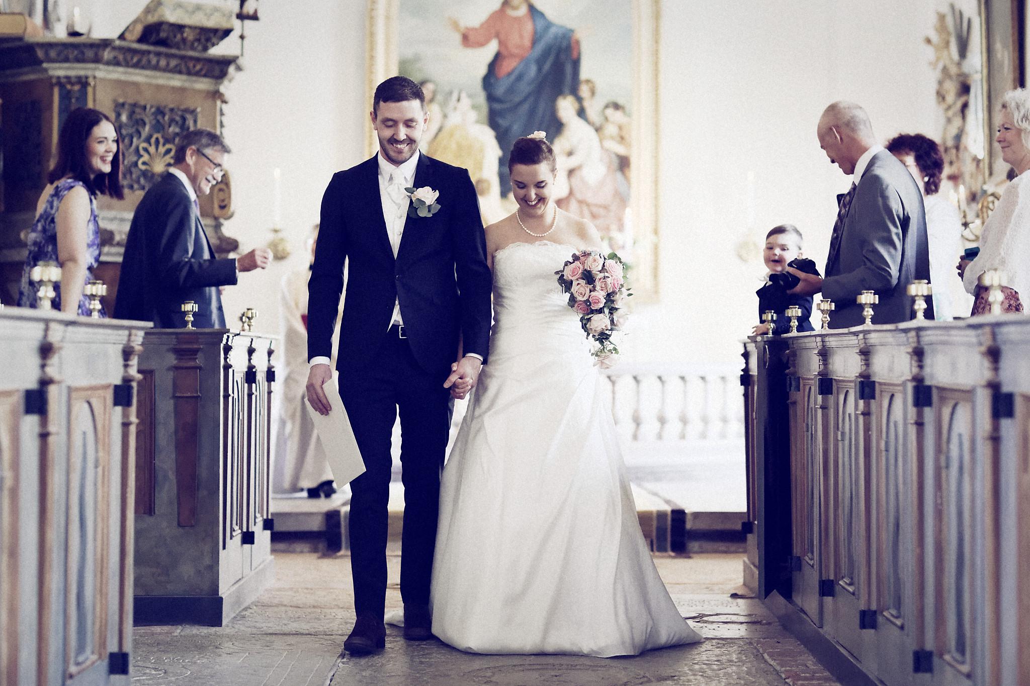 Bröllopsceremoni 4: Nerför altargång