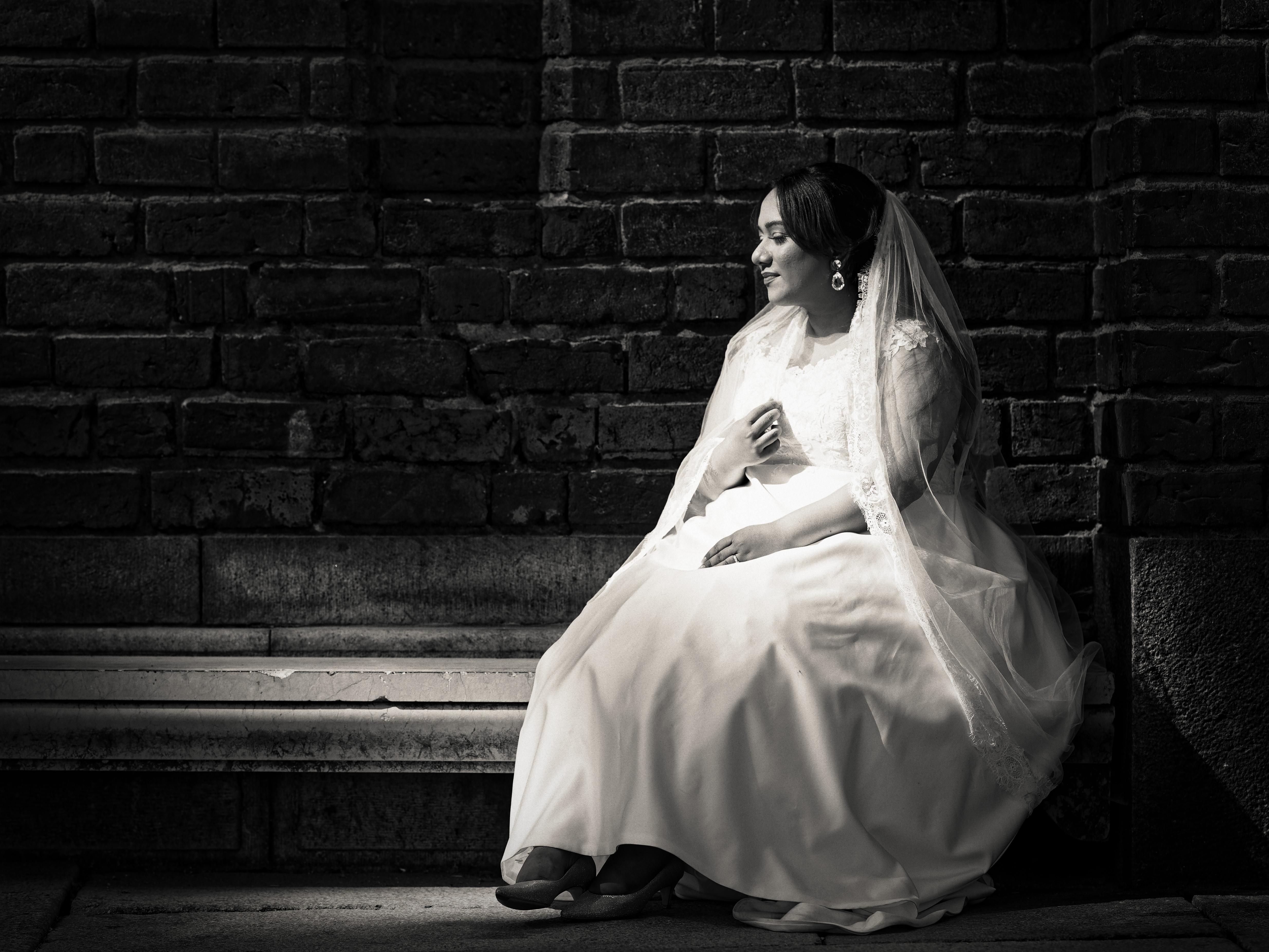 Bröllopsporträtt 3  Priyanka på bänk