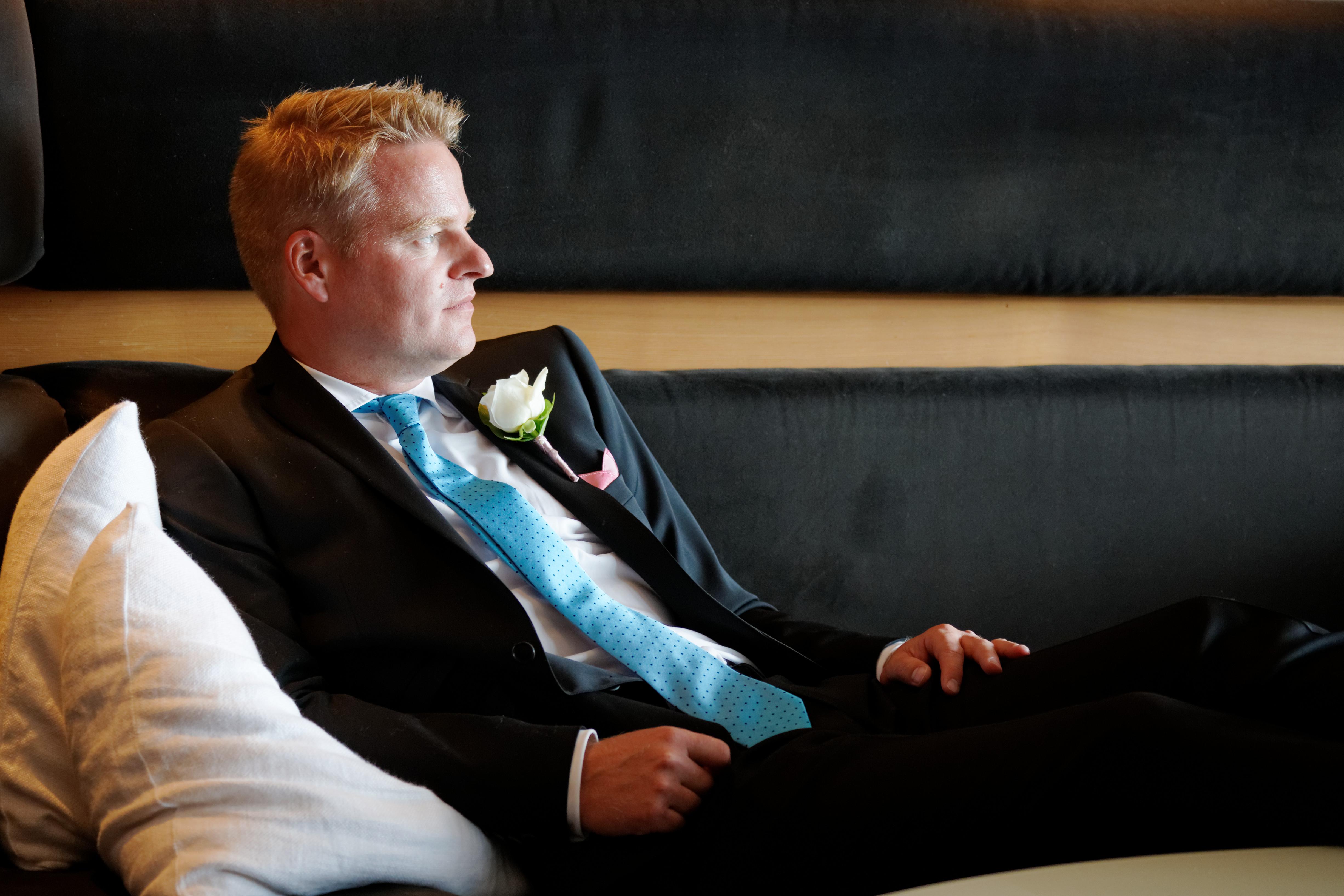 Bröllopsporträtt 3: Björn i soffa