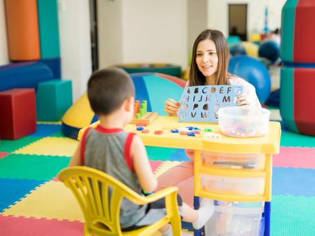 A terapia ABA e o processo de inclusão escolar: A importância  do acompanhante (tutor) na escola.