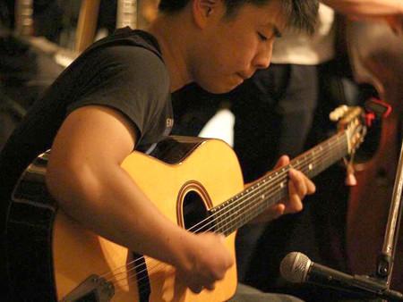 18歳のギタリストは 時代を縦横無尽に駆け巡る 大崎弦太ミニ・インタビュー