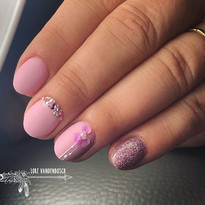 Nails fit for a princess 💕 • Plastiline