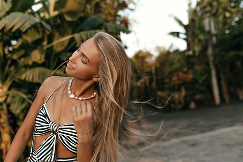 Pretty long-haired tanned blonde woman i