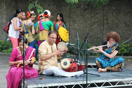 live Mridangam drumming by international percussionist, Ghatam Prakash.