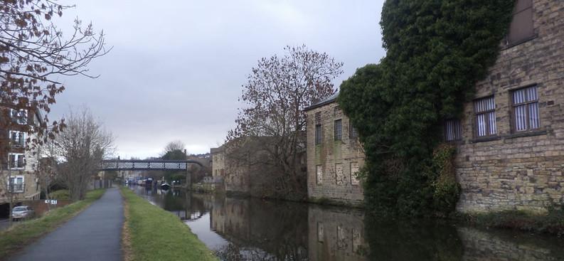 Approaching gallows Footbridge No 207D