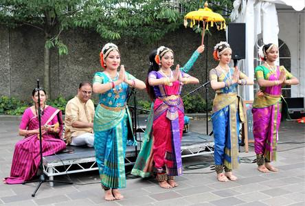 Renowned British Indian KUCHIPUDI STYLE classical dancer Abhinandana Kodanda and dancers.