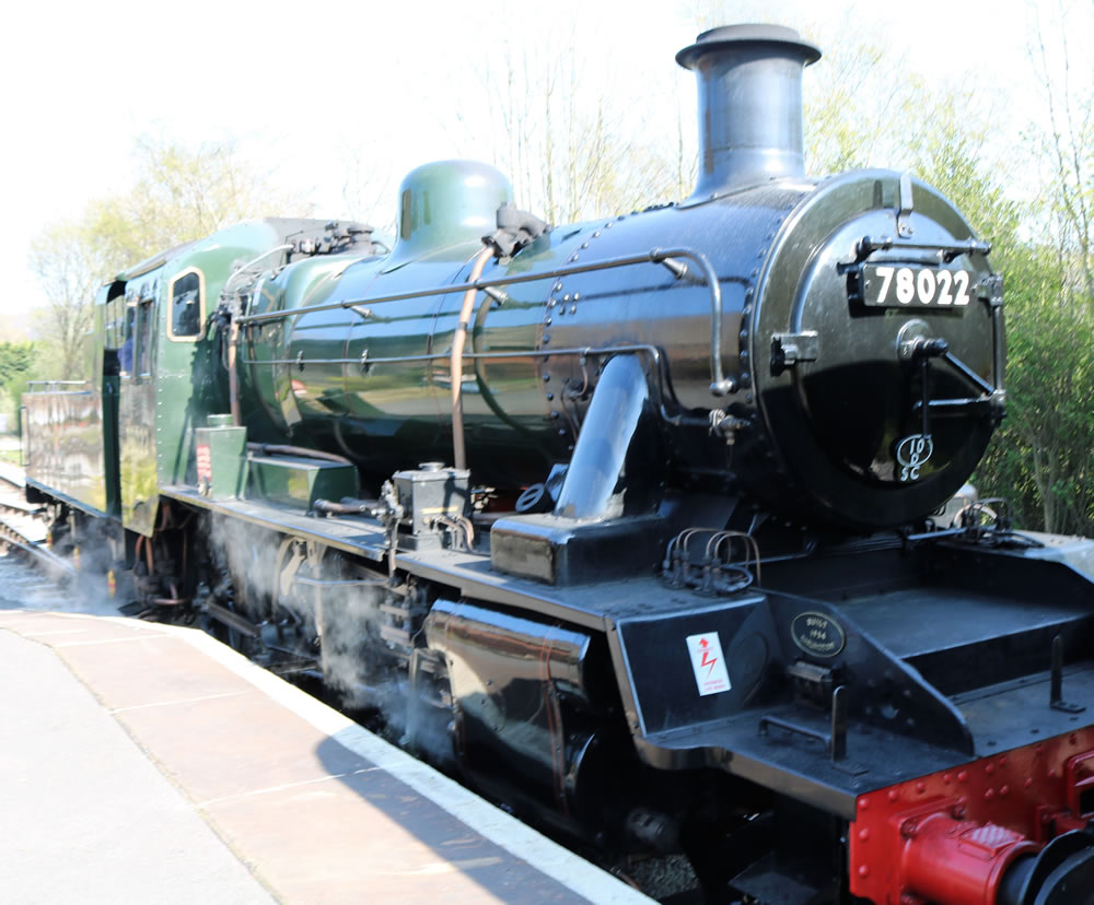 BR Standard Class 2 2-6-0  Oakworth stat