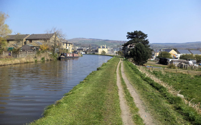 Leeds liverpool canal towpath.jpg