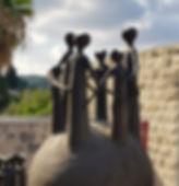 פסל נשים בעין הוד.jpg