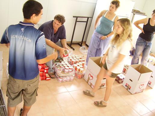 Keren B'Kavod volunteers