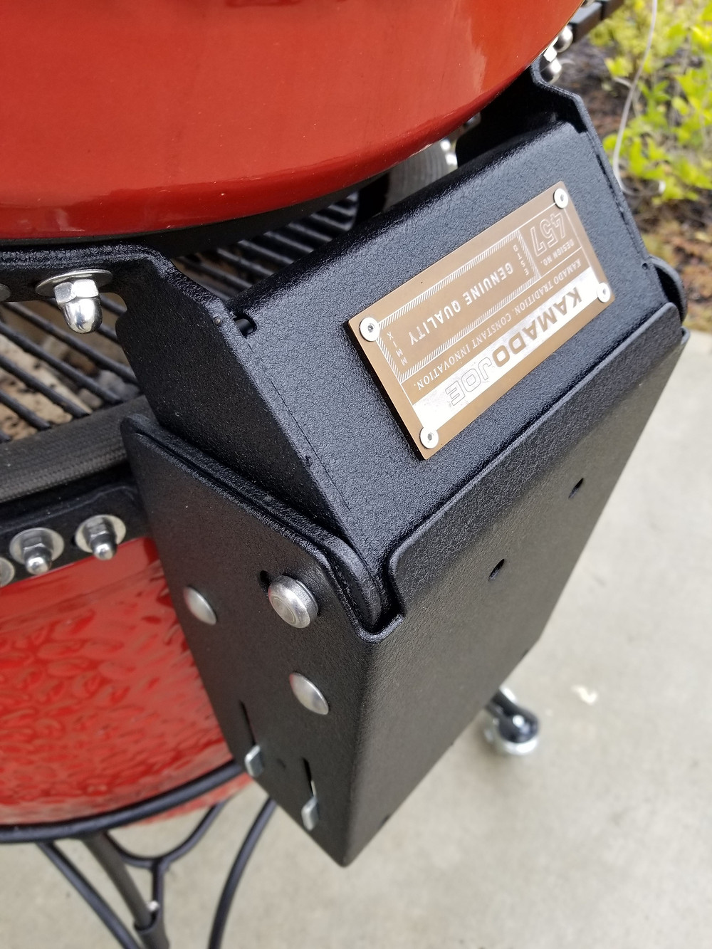 Air Lift Hinge on the Kamado Joe