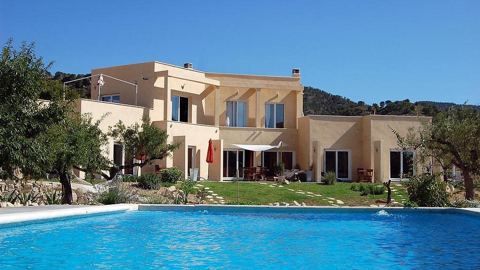 Escapada Romántica: Dos Noches con Spa Privado en Alicante