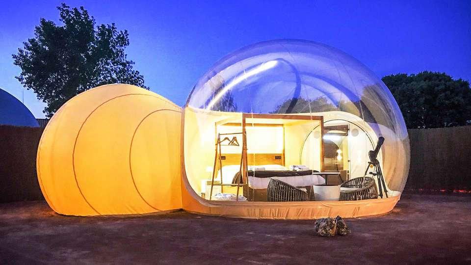Noche mágica bajo las estrellas en una Habitación Burbuja estilo Glamping